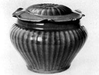 青磁蓋付鍋文壺