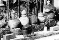 姥神様の五輪塔群