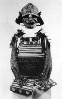 38.黒糸肩裾取威胴丸、兜、小具足