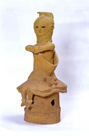 34.人物埴輪(鈴鏡を下げた巫女)