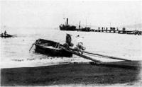 57.沖の船に艀で荷を運ぶ 大正12年