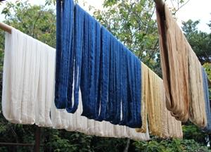 植物染料で染められた糸