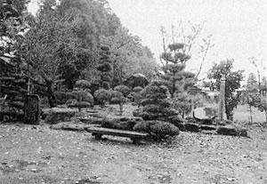 虚籟曼荼羅糸塚(左) 虚籟墓塔(右)  (櫛引町 天澤寺)